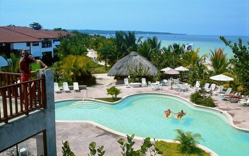Hotel Negril – Couples Swept Away